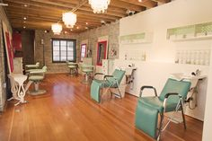 if i worked at a salon... it would be this one! i LOVE LOVE LOVE everything about it!