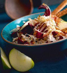 insalata di sedano rapa con mela verde, radicchio e crumble di noci/celeriac salad with green apple, chicory and walnut crumble