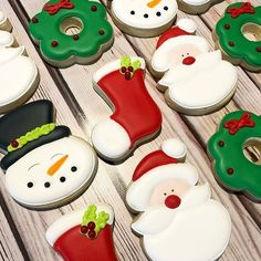 How can you not love Christmas when you see these adorable cookies by from - I'm in my happy place. Christmas Biscuits, Christmas Sugar Cookies, Christmas Sweets, Christmas Goodies, Christmas Baking, Iced Cookies, Cute Cookies, Royal Icing Cookies, Xmas Desserts