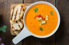 8 быстрых ужинов — The Village. Холодный томатный суп из печеных помидоров; сальса из авокадо.