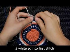 A series on how to crochet a Wayuu-Style base using tapestry crochet methods. Find more free tutorials on how to do tapestry crochet at AllTapestryCro. Tunisian Crochet, Learn To Crochet, Crochet Stitches, Knit Crochet, Crochet Cross, Crochet Round, Mochila Crochet, Tapestry Crochet Patterns, Tapestry Bag