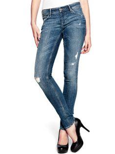 Todas amamos los skinny jeans y leggings, pero no debes usar unos que te aprieten demasiado, porque lastiman tus piernas y dificultan el flujo sanguíneo.