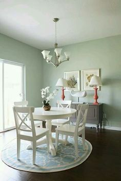 It is safe to say that you are searching for enhancing tips for your small dining room? You have gone to the correct place! A small dining room can look comfortable while in the meantime give a place to appreciate… Continue Reading → House Of Turquoise, Small Room Design, Dining Room Design, Esstisch Design, Teal Kitchen, White Round Kitchen Table, Small White Dining Table, Small Dining Rooms, Kitchen Rug