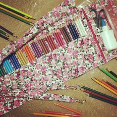 Estojo para 48 lápis de cor + compartimento para acessórios, estampa floral! #encomendapronta