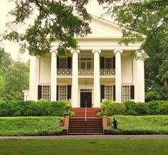 Old southern home. I love this! Reminds me of the homes in Georgia!