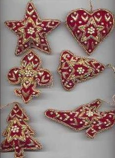 Christmas hangings from Omaakar Christmas Tree Ornaments To Make, Embroidered Christmas Ornaments, Gold Christmas Decorations, Christmas Embroidery, Beaded Ornaments, Christmas Baubles, Felt Ornaments, Felt Christmas, Handmade Christmas