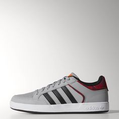 A skateboarding shoe that began life as a basketball low top, the Varial Low is all about comfort and support. These men's shoes have a suede and leather upper that resists blowouts, and lightweight impact protection.