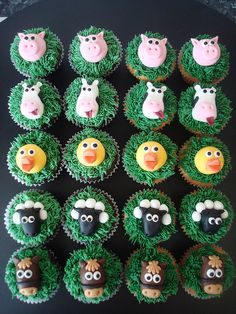 Farm animal cupcakes by Angelina Cupcake, via Flickr