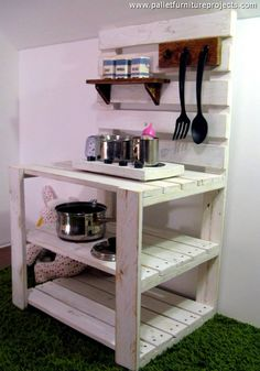 Hmmm… so this is a whole new journey of the pallet wood recycling? A mud kitchen…