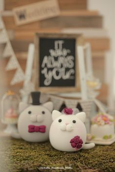 kitty and Cat MochiEgg wedding cake topper #kitten #pet #cute #animals #handmadecaketopper #custom #unique #ceremony #cakedecor #rusticwedding #ideas #planning #weddingthings #outdoorwedding #gift #kikuikestudio #miniatures #Hochzeit #mariage #Boda #結婚式