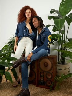 With a legacy of idealism & powerful songwriting,  #BobBarley changed the world with his style & spellbinding confidence. To celebrate his legacy, we made a limited-edition collection with heavy reggae influences & revivals of his favorite Wrangler styles. #WranglerxBobmarley #Wrangler Western Outfits, Western Wear, Comfortable Jeans, Wrangler Jeans, Bob Marley, Change The World, Reggae, Curls, Confidence
