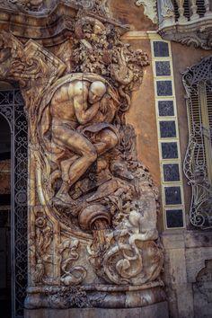 Detalle Portada de acceso al Palacio del Marques de Dos Aguas (Valencia - Spain)