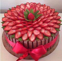 strawberrycake strawberrycake Erdbeerkuchen 916 Source by Pretty Cakes, Cute Cakes, Beautiful Cakes, Amazing Cakes, Food Cakes, Cupcake Cakes, Banana Split Dessert, Strawberry Cakes, Strawberry Flower