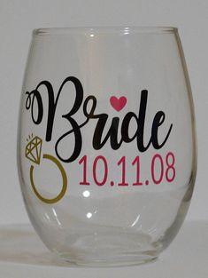 Bride Dated Wine Glass Wedding Bride Wine Glass Bride Wine Diy Wine Glasses, Glitter Glasses, Decorated Wine Glasses, Painted Wine Glasses, Sugar Scrub Diy, Diy Scrub, Bride Wine Glass, Wine Glass Crafts, Vinyl Crafts
