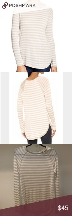 Splendid Hi-low Easel Striped Top Lightweight sweater in classic stripes with a rounded hem and long raglan sleeves. Super comfy. Hardly worn, dry cleaned. 85% Viscose / 15% Linen. Splendid Sweaters