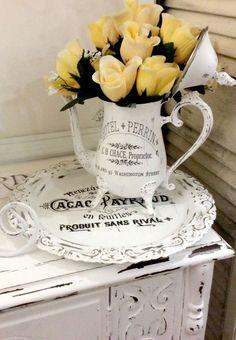 Antike #Vintage-Vase mit Blumen.    #Shabby Chic
