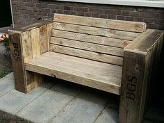 Outdoor Wooden Pallet Bench Seat