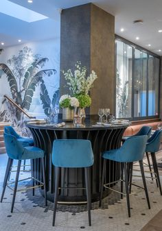 10 Fleet Street Restaurant & Bar, Temple Bar's newest seafood centric restaurant is an ideal spot for lunches, dinners and infused afternoon tea experiences. Temple Bar, Fleet Street, Restaurant Bar, Dining Table, Furniture, Home Decor, Decoration Home, Room Decor, Dinner Table