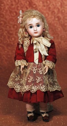 LOVELY FRENCH BISQUE BEBE BY JULES STEINER : Lot 31