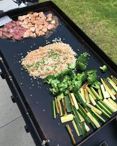 Hibachi on the menu tonight! Call it Tokyo Taylor's. Scrolllllll for the process ⏩⏩ Chicken Fried Noodles, Hibachi Fried Rice, Hibachi Steak, Hibachi Chicken, Hibachi Recipes, Steak Recipes, Grilling Recipes, Cooking Recipes, Grilling Ideas