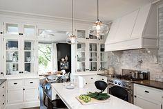 Add Modern Kitchen Lighting to your Interior Design : Modern Kitchen Lighting Over Island. Modern kitchen lighting over island. Kitchen Inspirations, Cool Kitchens, Niche Modern, Luxury Kitchens, Kitchen Remodel, Modern Kitchen, New Kitchen, Kitchen Dining, Home Kitchens