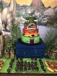 Another awesome cake discovery was made this past weekend at Benjamin's party. Dinosaur Birthday Cakes, Amazing Cakes, Discovery, Awesome, Party, Desserts, Food, Tailgate Desserts, Fiesta Party