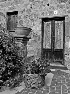 Antico borgo - Bolsena - black and white