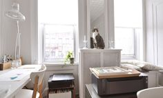 Andrea Sparacio, a graphic designer and illustrator shares her creative workspace at home Office Interior Design, Interior Decorating, Home Living Room, Decoration, Home Office, Home Goods, Architecture, Sweet Home, Ikea Ideas