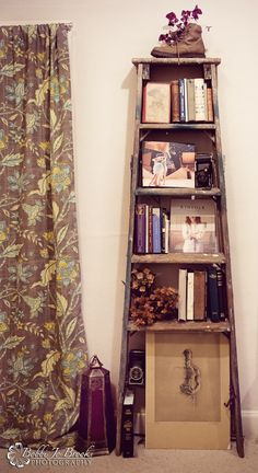DIY Latter bookshelf.  Upcycle those old latters in your garage!