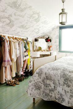 freestanding closet/clothing rack
