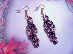 Boucles d'oreilles fil d'aluminium, rose, noir 165 de TOUT EN BOUCLES sur DaWanda.com