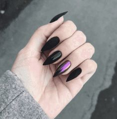 Semi-permanent varnish, false nails, patches: which manicure to choose? - My Nails Cute Acrylic Nails, Acrylic Nail Designs, Nail Art Designs, Witchy Nails, Goth Nails, Grunge Nails, Ongles Goth, Ten Nails, Nail Effects