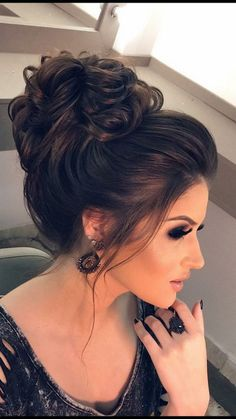 New Hair Ideas Bridesmaid Updo Hairstyle Ideas Indian Party Hairstyles, Wedding Hairstyles For Women, Curly Bun Hairstyles, Evening Hairstyles, Updo Hairstyle, Hairdos, Bridal Hair Buns, Wedding Hair And Makeup, Wedding Hair Half
