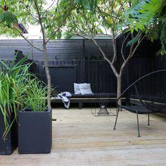 Näkösuoja-aita, piha-aita, rimoitus, pihan yksityisyys, tummat sävyt pihalla II Modern privacy fence