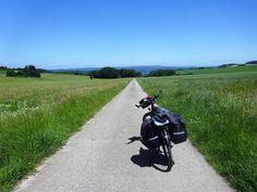 """Coup de coeur du jour de Juli_e_cycle: la voie verte """"Route des menhirs de l'Europe"""": nature paisible, paysages vallonnés, culture européenne via les menhirs, je recommande ! #velo #bicyclette #veloelectrique #ebike #vae #tourdefrance #cyclingtour #cyclotourisme #RestartCycleTourism #moselle #launstroff #routeDesMenhirs #paysthionvilloistourisme #fahrrad #voieverte #cyclingtour #juli_e_cycle #velafrica"""