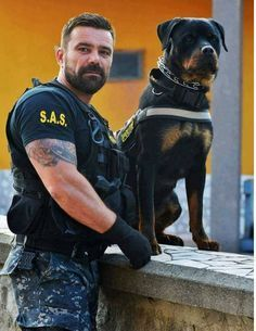 Police at work. Which is used to identify a crime. Military Working Dogs, Military Dogs, Police Dogs, Rottweiler Love, Rottweiler Puppies, German Rottweiler, War Dogs, Man And Dog, Men In Uniform