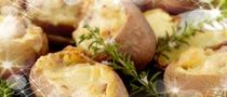 In Ireland we are passionate about potatoes as they have been a staple in our kitchens for generations! Potatoes are a rich source of complex carbs which are great for energy and eaten with their skins on they become even more nutritious giving you Vitamin C and folic acid. Try these ham stuffed baked potatoes with cheese! Baked Potato With Cheese, Stuffed Baked Potatoes, Complex Carbs, Seasonal Food, Folic Acid, Vitamin C, Real Food Recipes, Ham, Potato Salad