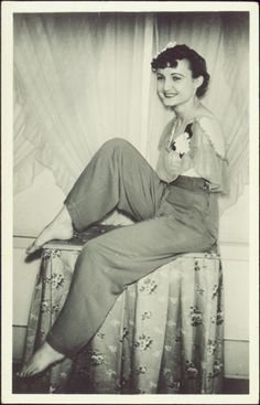 Frances Belle O'Connor, the Living Venus de Milo, was born without arms in 1914 in Minnesota. Over the course of her long show career, O'Connor worked for the Al G. Barnes, Cole Brothers, and Sells-Floto circuses; but O'Connor is perhaps best remembered for having appeared with several other top acts of the day in Tod Browning's infamous film, Freaks (1932).