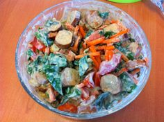 """Passend zum Motto """"USA"""" landete mittags ein Hot-Dog-Salad auf Petzis Tisch."""