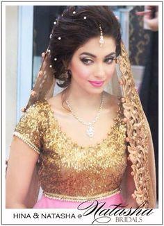 Stunning actress soniya hussain done her makeup from natasha salon for her big day.