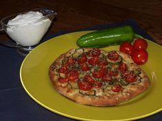 tomatoes and paprika mini pizza