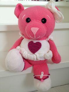 Ravelry: Big pink bear pattern by Ingrid Geerings Crochet Pig, Crochet For Kids, Crochet Dolls, Amigurumi Patterns, Crochet Patterns, Teddy Beer, Pink, Bun Beanies, Messy Bun