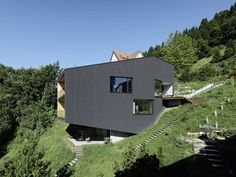 2017 02 07 dom sch na kosogore designzoom. Wood Architecture, Residential Architecture, Contemporary Architecture, Terrazzo, Hillside House, Cliff House, Random House, Black House, Future House