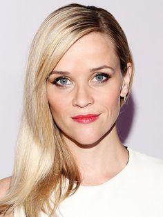 Reese Witherspoon trägt ihren Scheitel links, was einiges über sie aussagt.