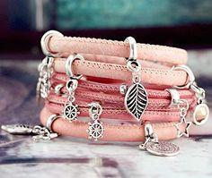 Maak prachtige leren armbanden met metalen bedels!
