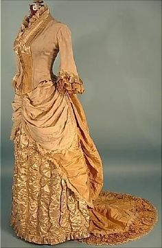 Victorian Dress - c. 1882 Trained Light Taupe Silk Crepe and Satin Two-Tone Dinner Gown with Golden Silk Taffeta Trim and Train! On this one, I like the style of layering and bustling the skirt. 1880s Fashion, Edwardian Fashion, Vintage Fashion, Vintage Gowns, Vintage Outfits, Vintage Prom, Vintage Hats, Victorian Costume, Victorian Era