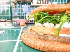 Ode's bagels: jong en verfrissend - Wanderfullife. Was, Bagels, Salmon Burgers, Sandwiches, Ethnic Recipes, Food, Seeds, Essen, Meals