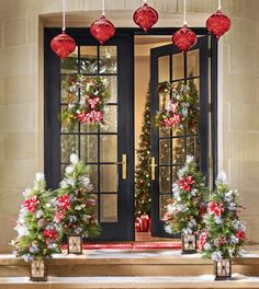 Celebrate the seasons and holidays in rustic country style with inspired, unique décor. Browse our huge collection of decorative wreaths, arrangements, ornaments and table linens. Shop Country Door for the best in seasonal décor and quick holiday updates.