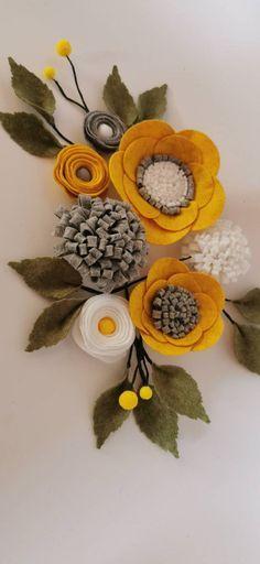 Felt Crafts Diy, Felt Diy, Fall Crafts, Fabric Crafts, Crafts To Make, Handmade Flowers, Diy Flowers, Fabric Flowers, Paper Flowers