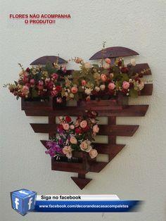 Cachepot de coração feito de paletes Recycled Furniture, Pallet Furniture, Garden Furniture, Diy Pallet Projects, Wood Projects, Projects To Try, Americana Crafts, Wood Planters, Wooden Pallets